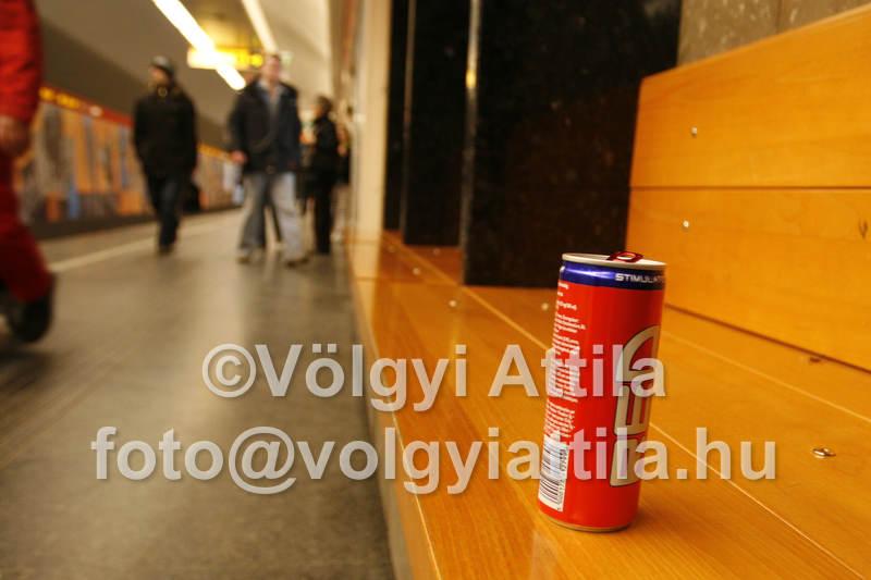 szemet_padon_metroban