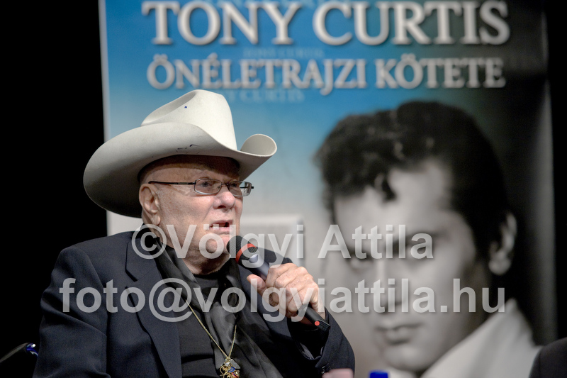 Tony Curtis ma és fiatalon