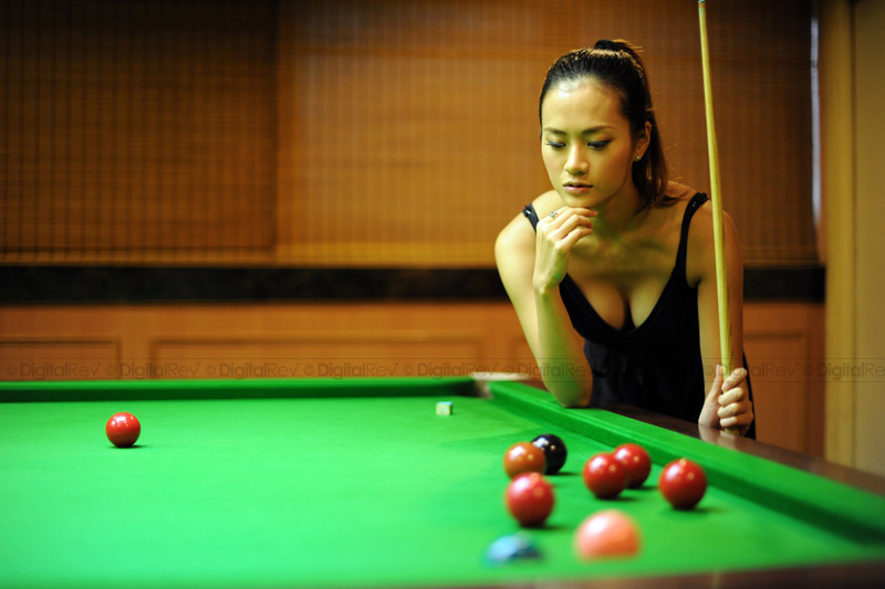d3s_test-shot-DigitalRev-cute-girl-billiard