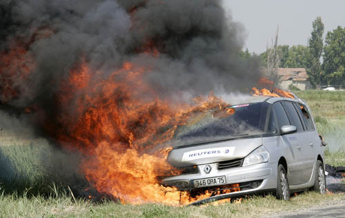 Reuters-car-in-flames