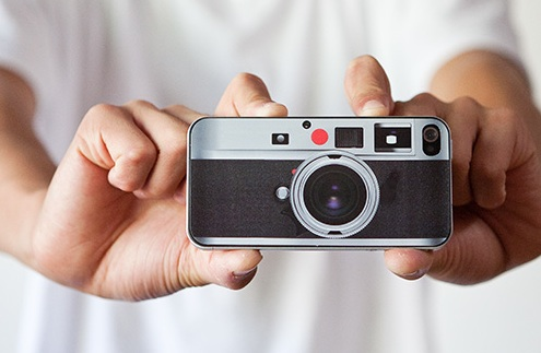 leica-skin-iphone4-in-hand