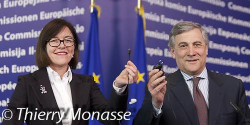 MicroUSBmobileChargerEU-7153-ThierryMonasse-EuropolitiquePhoto