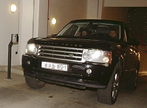 Keanu Reeves autó›ban távozik