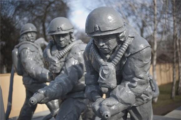 Csernobil-szobor-photoBeaKallosMTI