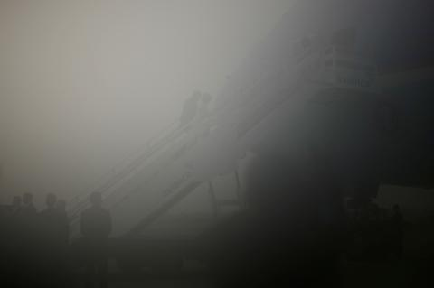 AirForceOne-fog-GeorgeWBush-Africa-photoJasonReedReuters