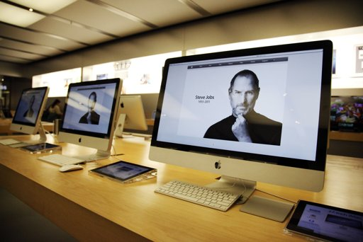 SteveJobs-dead-iMacScreen-photoDannyMoloshokReuters