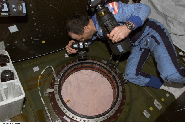 Astronaut-ISS-Earth-photoNASA