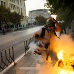 Fotóriporterek két tűz között a Görögországban