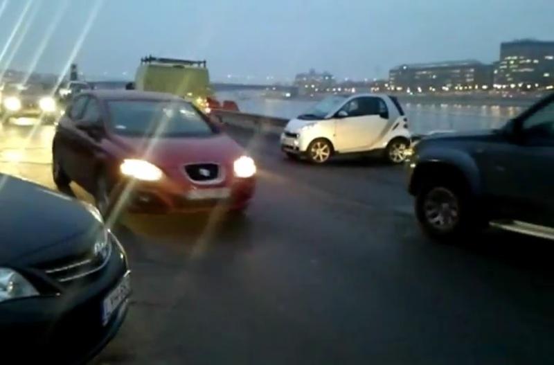 Smart-parkol-keresztben-rakpart