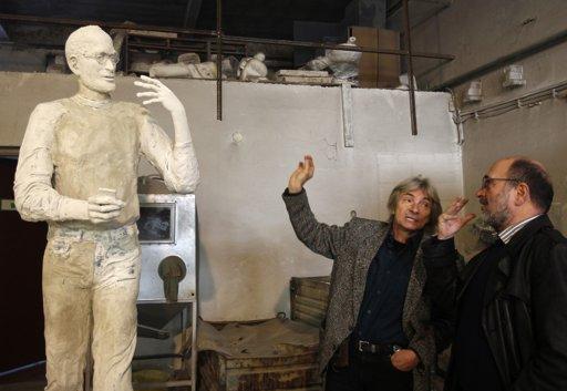 SteveJobs-sculpture-BojarGaborGraphisoft-photoLaszloBaloghReuters