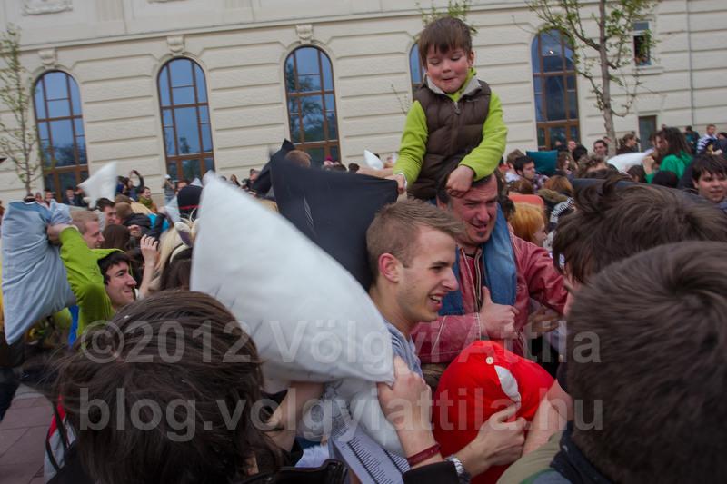 http://blog.volgyiattila.hu/2012/04/13/parnacsata-fotok-budapest-2012/