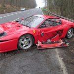 Ferrari tört darabokra egy sün életéért