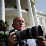 Fotóriporterek a kampányoló elnök nyomában