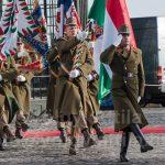 Eltűnt a zöld katonai furgon a Sándor Palota elől