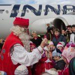 Ezért jött Joulupukki, a finn Mikulás repülővel