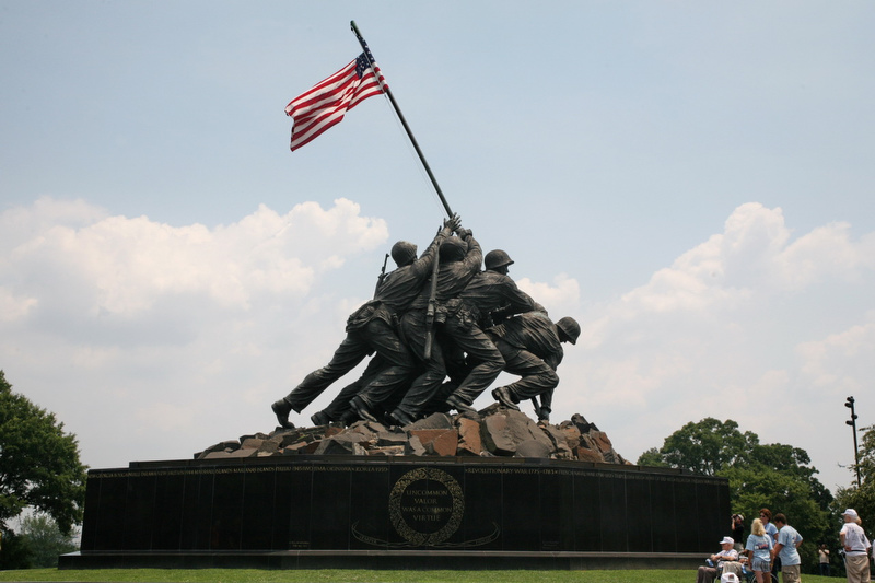 IwoJuma-flagRaiser-USMC-warMemorial-photoCliff1066Flickr