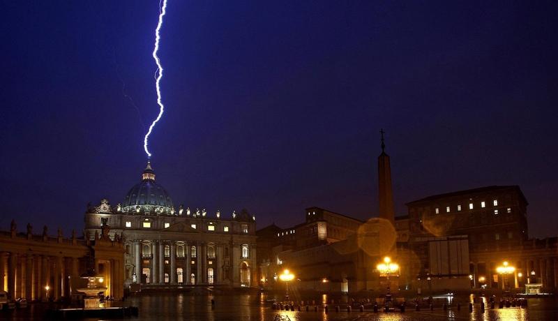 Villam-SztPeterBazilika-Vatikan-papaLemondas-photoAlessandroDiMeoANSA