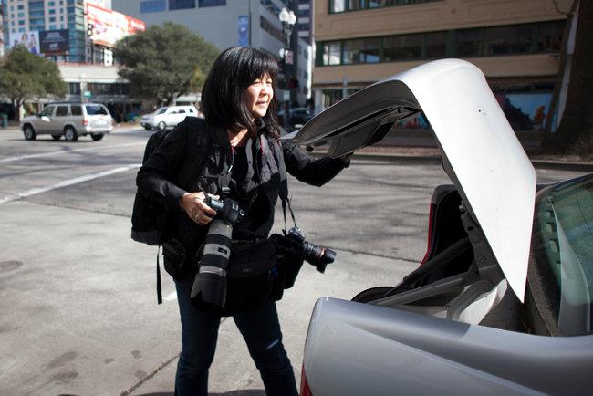 LauraOda-Tribune-photographer-robbed-cameras-photoPeterDaSilvaNYtimes