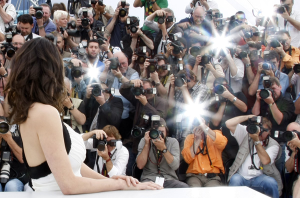 Jury member and Italian actress Asia Argento is pictured by photographers during a photocall at the 62nd Cannes Film Festival May 13, 2009. The 62nd Cannes film festival opens on Wednesday and 20 films compete for the prestigious Palme d'Or which will be awarded on May 24.  Photo by Eric Gaillard/Reuters