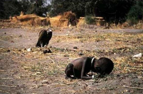 Sudan-StarvingChildVulture-photoKevinCarter