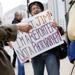 Ezt is megéltük: a fotóriporterekért tüntetnek