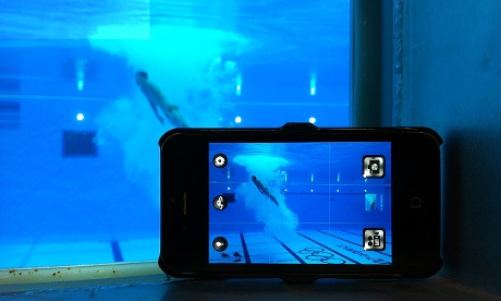 Így készíti víz alól az iPhone 4s a 10 m műugrás vízalatti képeitFotó: Dan Chung/IPhone 4/Snapseed