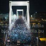 Így készültek a netadó tüntetés ikonikus képei