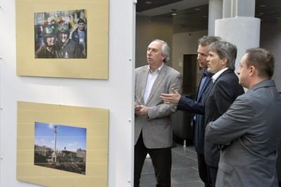 Áprilisban még büszkén nézték az MTVA vezetői Beliczay képeit (is) az MTI fotókiállításánFotó: Koszticsák Szilárd/MTI