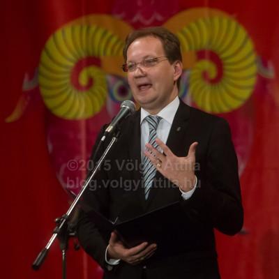A felszarvazott államtitkár üdvözli a kecske évétFotó: Völgyi Attila / blog.volgyiattila.hu