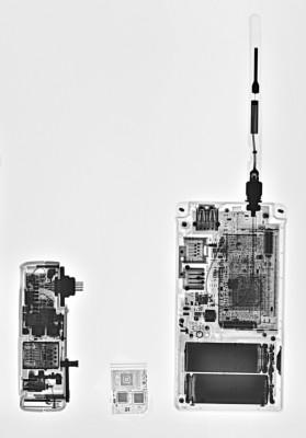 Ez van a különböző WiFi eszközök belsejébenCanon WFT-E2, Eye-fi kártya és Nikon WT-4Röntgen fotó: Szabó Mihály