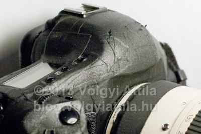 <b>Certoplasttal védett fényképezőgép</b><br /> Az objektíven egy másik fajta Certoplast látható<br /> Fotó: Völgyi Attila / blog.volgyiattila.hu