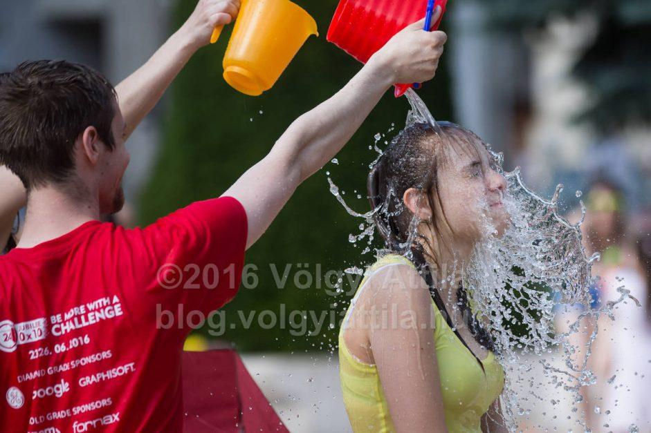 http://photos.volgyiattila.hu/gallery/Water-Fight-Day-Budapest-2016/G0000zao4K9ViLKo/C0000mwPCnEVAMSM
