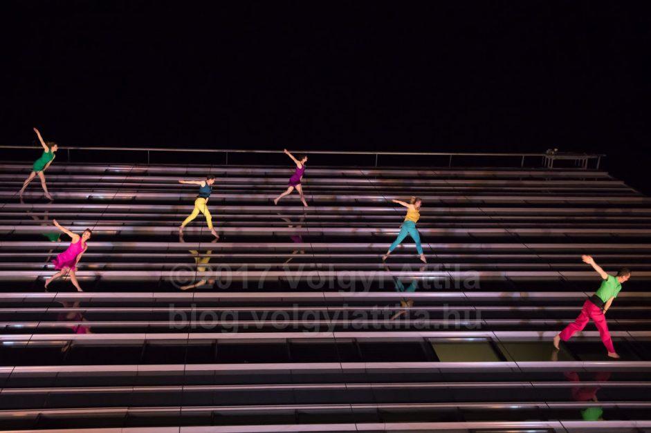 http://attilavolgyi.photoshelter.com/gallery/Bandaloop-office-building-wall-dance/G0000L46FphWP4UI/C0000zyrJWu29kbM