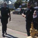 Fegyvert rántott a rendőr a kamera miatt