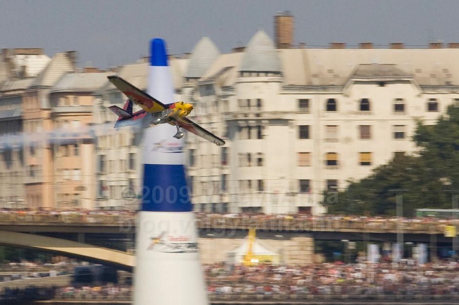 http://attilavolgyi.photoshelter.com/gallery/Red-Bull-Air-Race-2008/G0000ay_TOhlkVAE/C0000ElgmO1zejLU
