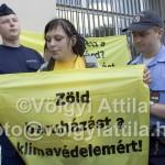 Harcosan szelíd Greenpeace aktivisták