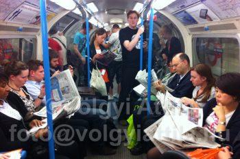 ...London metróin mindennapos látvány.