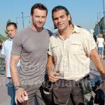 Hugh Jackman fotósokkal fotózkodik Budapesten