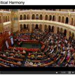 Politikai harmónia ironikus felhangokkal