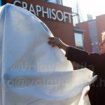 Jobs bronz szobra szemmel tartja a Microsoftot
