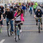 Photo-cyclechic Critical Mass: a bicajos fotós lány