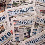 Tucatnyi fotóst fenyegetett kirúgással a PLT