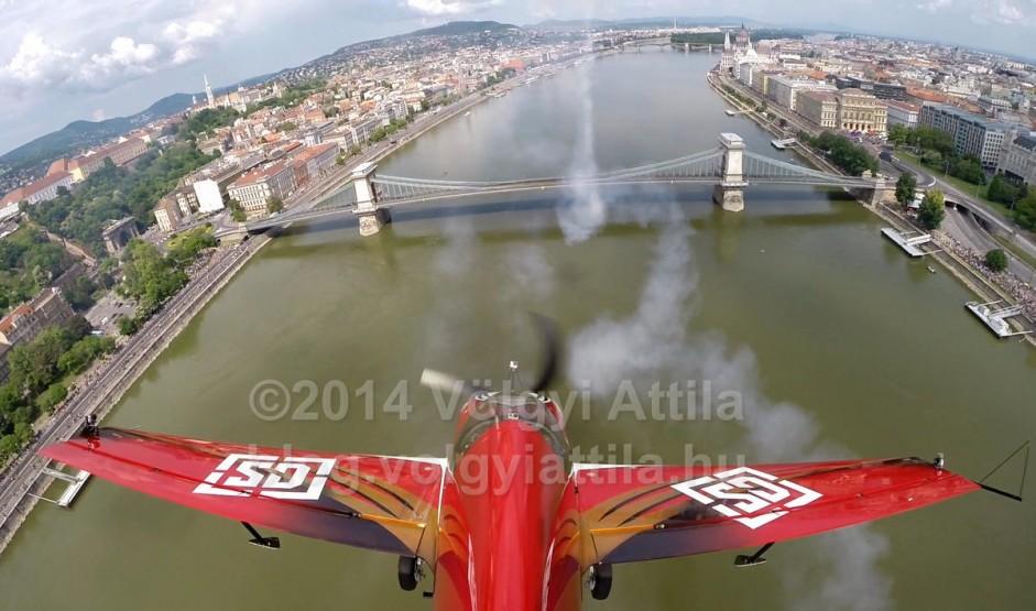 http://photos.volgyiattila.hu/gallery/May-1-Air-Show-in-Budapest-2014/G0000iyzf1CY8r6s/C0000ElgmO1zejLU