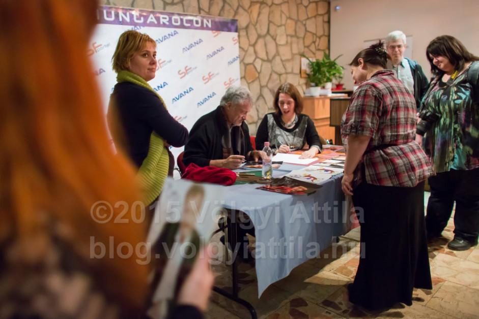 http://photos.volgyiattila.hu/gallery/John-de-Lancie-fan-convention/G0000su_2UrnGOh4/C0000vcQv_MgNyRU