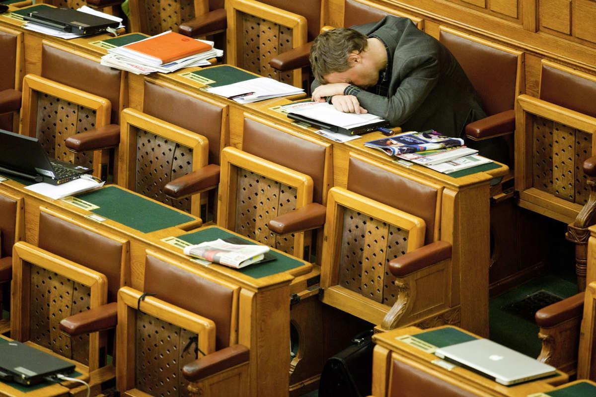 Béli Balázs: Eközben a Parlamentben fotókiállítás