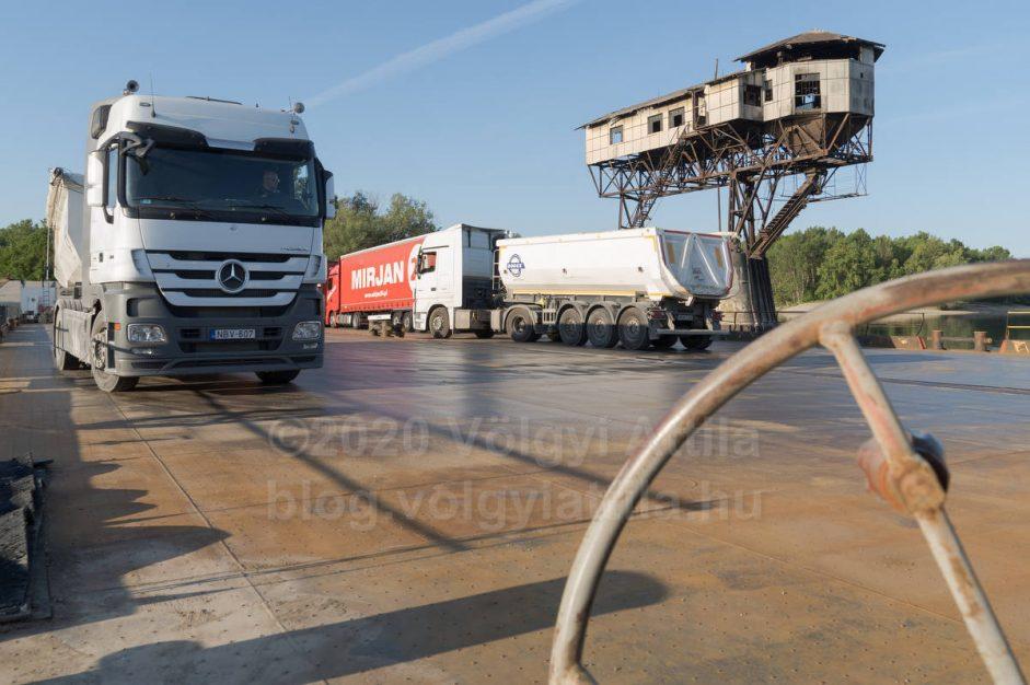 http://photos.volgyiattila.hu/gallery/Esztergom-cargo-ferry-restarts-after-COVID19-lockdown/G0000GEat3YPqBuU/C00006kkMbEra3Mk
